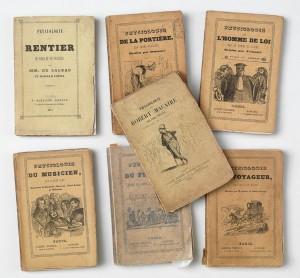 Die Physiologies, kleine Textsammlungen mit Illustrationen von Daumier, Gavani u.a., in denen Pariser Typen vorgestellt wurden.